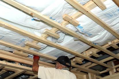 天井断熱グラスウール敷き込み