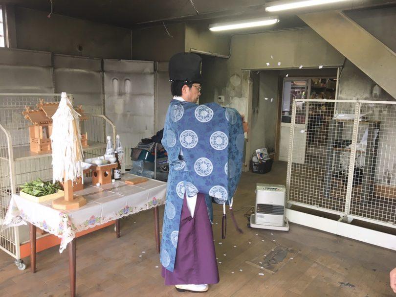 武井神社神主様によるお清め。長野でリフォームするならコウショウ鋼商にお任せ下さい。
