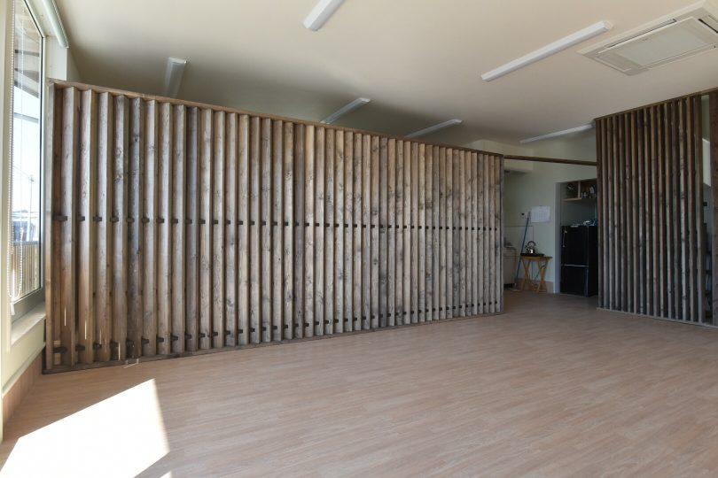 店舗の間仕切り壁。和モダンの店舗の兼事務所。