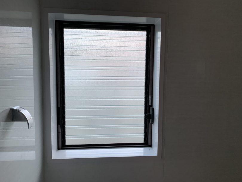 ジャロジー窓、ルーバーをカバー工法で外窓の交換、住宅エコポイントも利用できます、長野、鋼商
