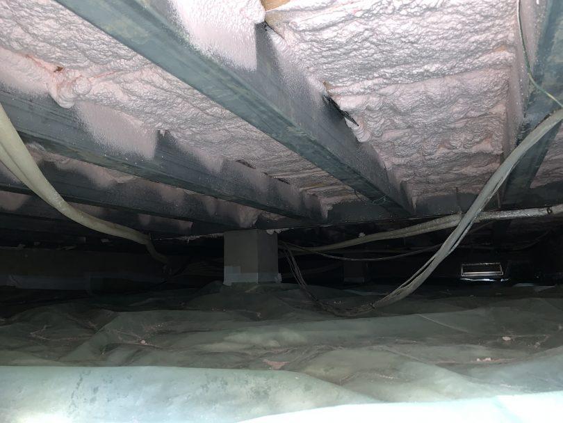 水害による断熱材の被害が大きく、交換となりました。硬質ウレタン発泡を採用しています。
