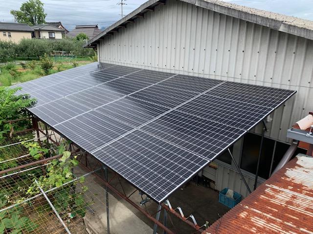 日除け対策を兼ねて太陽光パネル設置工事。