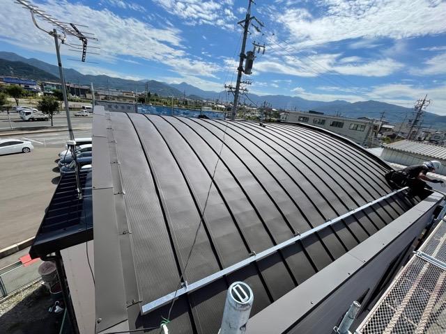 R屋根の加工から施工まで出来る工事店は、長野市鋼商コウショウにお任せください。