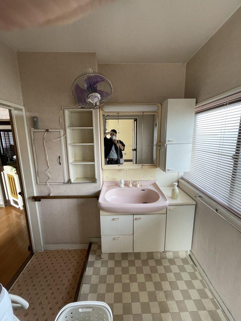 洗面脱衣所のリフォーム、おしゃれな洗面所に壁紙の張替え