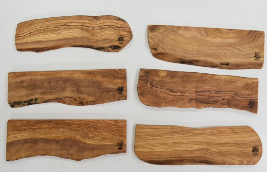 オリーブの木を使用したカッティングボードサイズオーダー出来ます。